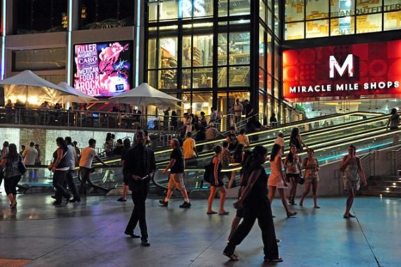 Walking-on-the-Las-Vegas-Strip
